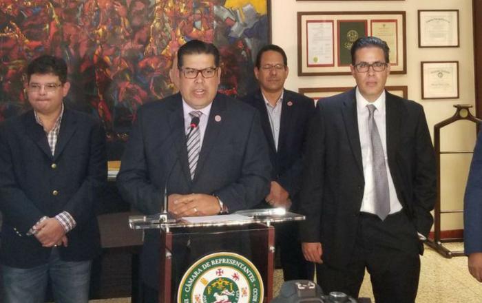 Políticos del PPD denuncian a gobernadora por persecusión política