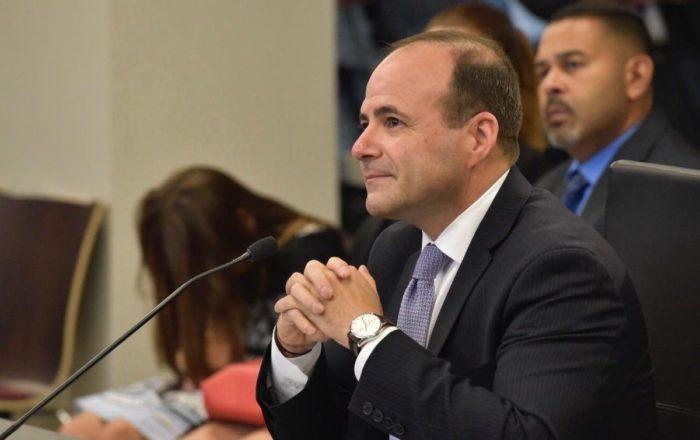 Sin apoyo el nombramiento de Elmer Román en la Cámara de Representantes