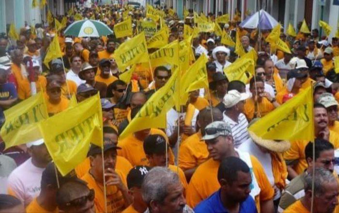 Integrantes UTIER protestan en varias instalaciones de AEE