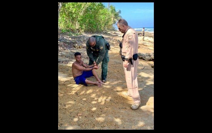Policía intercepta migrantes en costa de Aguadilla