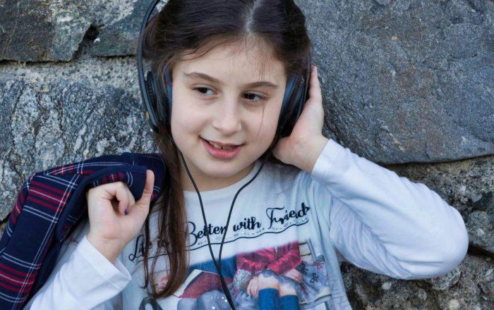 Problemas de audición provoca tensión a los estudiantes