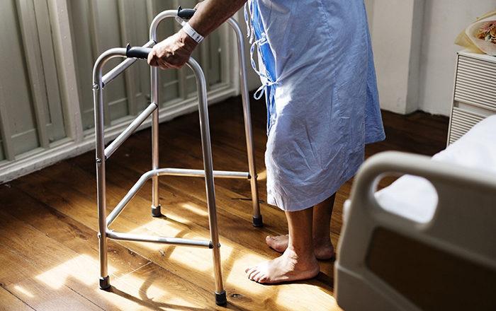 Millonaria ayuda para cuidar adultos mayores