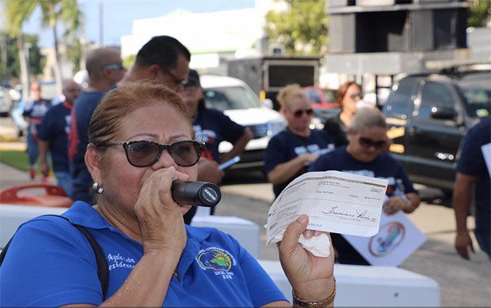 Reclaman el pago por las horas trabajadas tras paso de huracán María