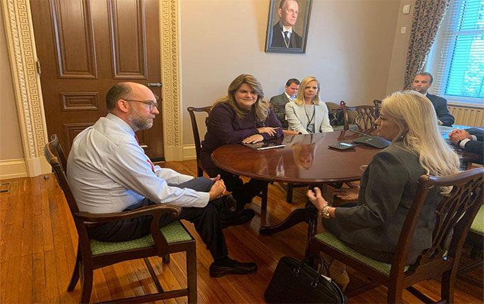 Gobernadora discute asuntos de importancia para el país en la capital federal