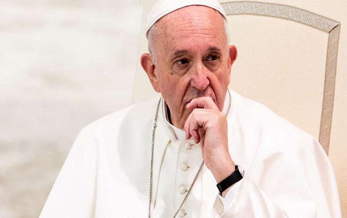 Papa Francisco es sometido a una operación