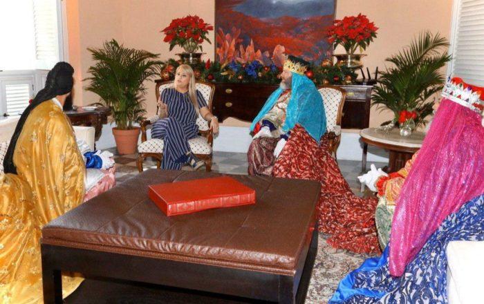 Reyes de Juana Díaz visitan la Fortaleza