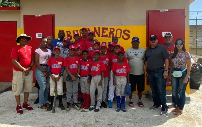 Jóvenes dominicanos de visita en Ponce para torneo de béisbol