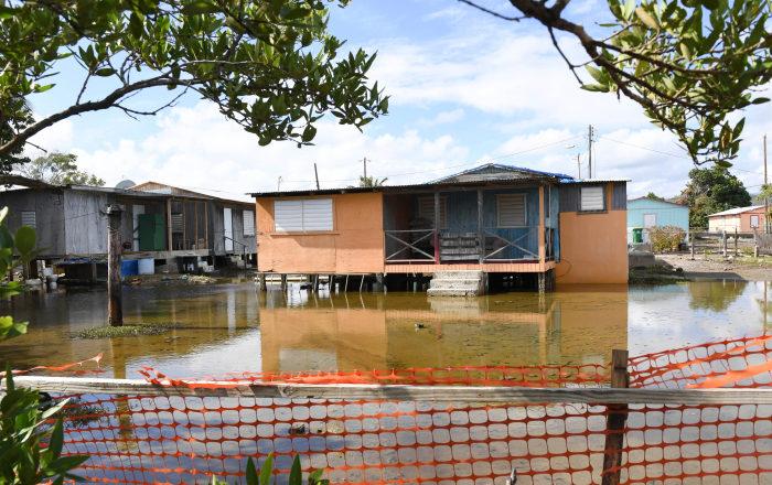 El mar se apodera de comunidad en Guayanilla