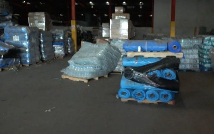 Encuentran almacén con miles de artículos que no entregaron tras el paso del huracán María