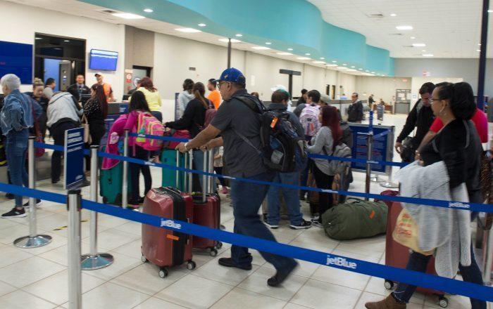 Refuerzan medidas sanitarias en aeropuertos de Ponce y Aguadilla