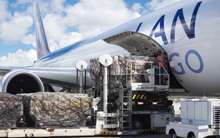 Comisionada sostiene exención de reglas en carga aérea impulsa economía local