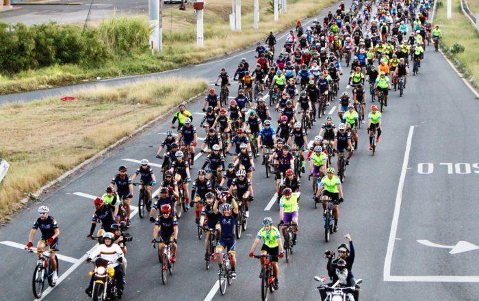 Sobre 2,500 ciclistas completan el 'Rodando Juntos Por el Sur'