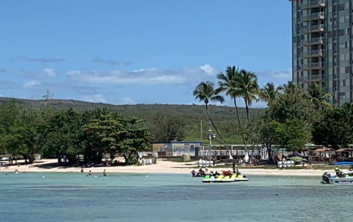 Domingo de playa para reducido grupo de bañistas