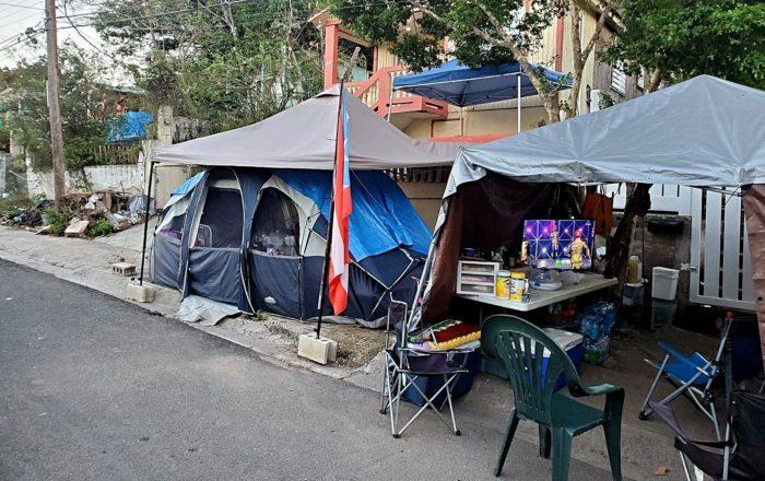 Decenas de guaniqueños duermen en casetas durante emergencia por el COVID-19