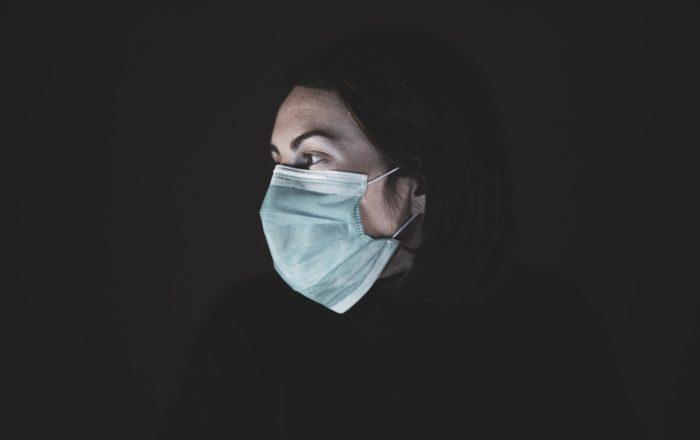 Suben a 15,700 las muertes por coronavirus en Estados Unidos
