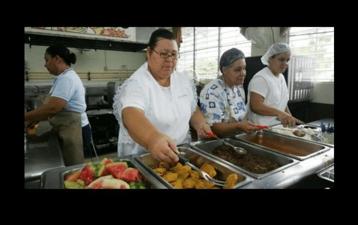 Cierran almacén de comedores en Bayamón por caso COVID