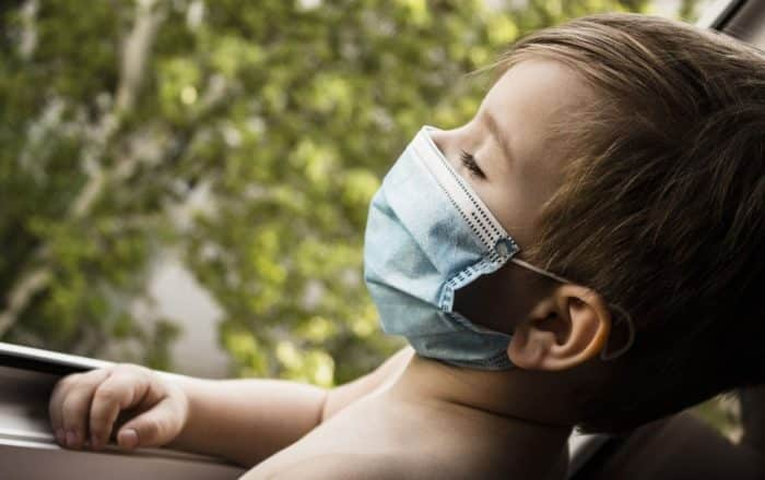 Más niños hospitalizados por Covid