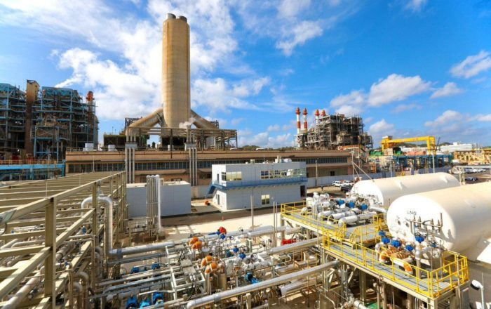 Gobernador crea comité para fiscalizar contrato de LUMA Energy