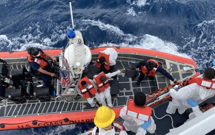 Guardia Costera no logra encontrar seis personas desaparecidas tras zozobrar embarcación en Mona