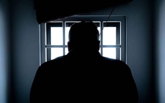 Senado investigará brotes de Covid en cárceles