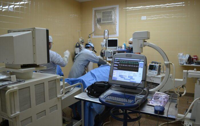 Aumentan menores hospitalizados por COVID-19