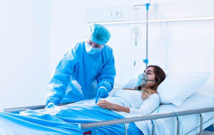 Continúan en aumento las hospitalizaciones por COVID