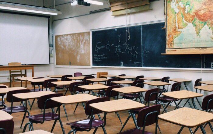 Representante exige acción de Educación