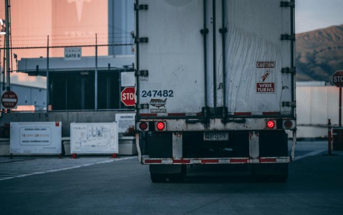Advierten crisis de abastos por tranque de camioneros