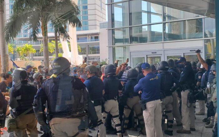 Fuerza de Choque bloquea el paso en reunión entre la Junta y Pierluisi