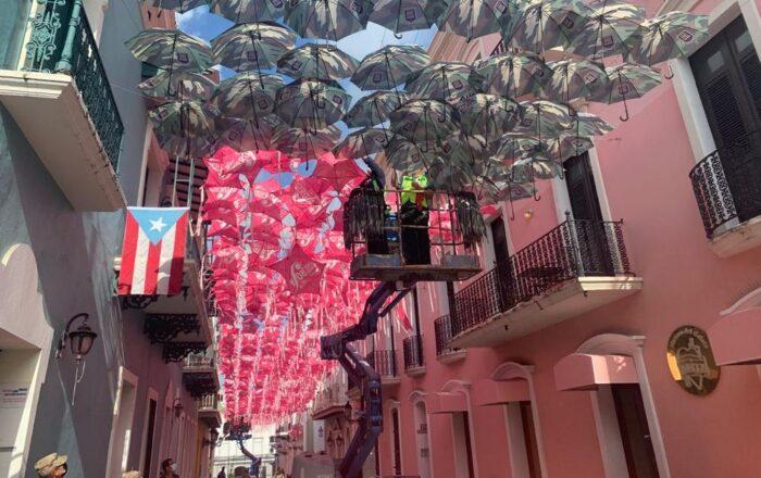 GNPR recuerda a los veteranos fallecidos con despliegue de sombrillas en la calle Fortaleza