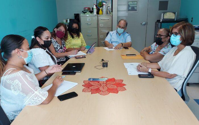 Personal de escuela en Pensilvania visita plantel en Yauco
