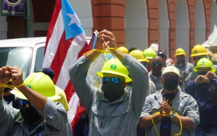 """Desplazados de la AEE protestan por estar """"con las manos amarradas"""""""